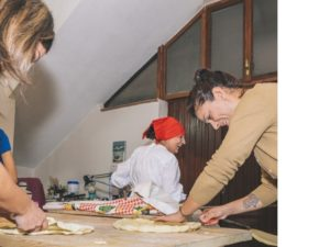 corso-cucina-baunei-preparazione-pane-carasu-pistoccu