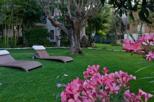 albergo-santa-maria-santa-maria-navarrese-giardiono-relax-1-1024x680